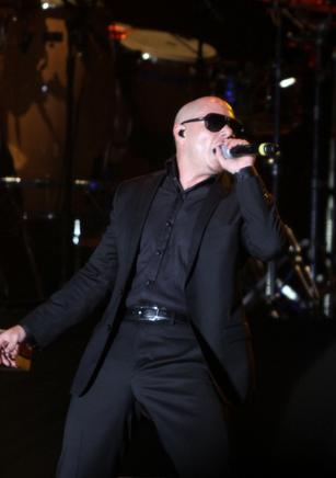 """Give me Everything Tonight"", cantó el cubano Pitbull. END/LISANDRO ROQUE"