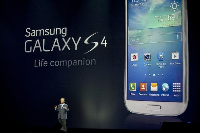 JK Shin, Samsung CEO, presenta el Galaxy S4. AFP / END