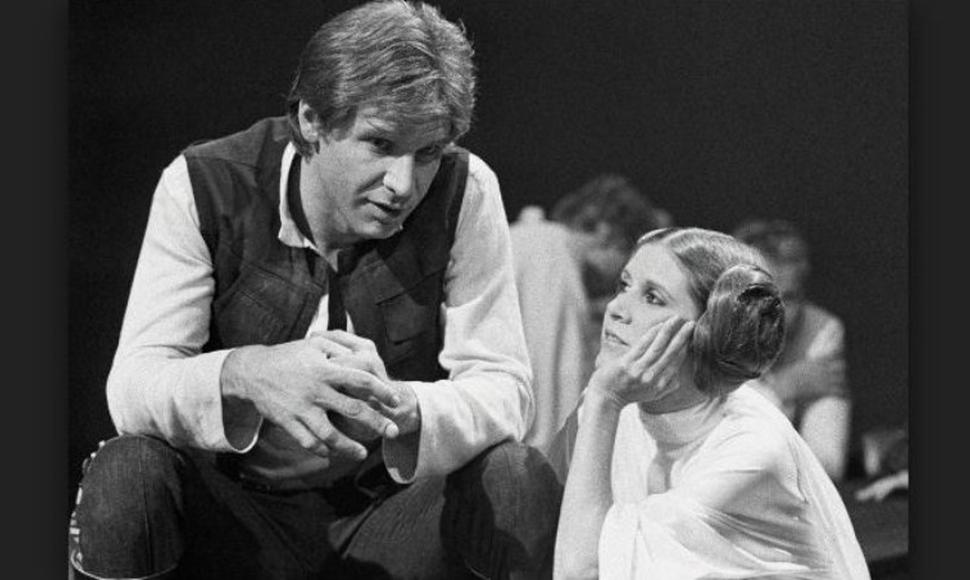 Harrison Ford y Carrie Fisher actuando en Star Wars.